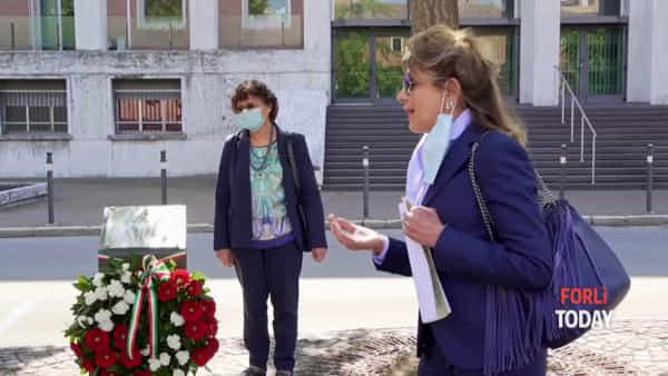 """Forlì non dimentica Falcone, Borsellino e le loro scorte: il ricordo sotto i """"loro"""" Ginkgo Biloba"""