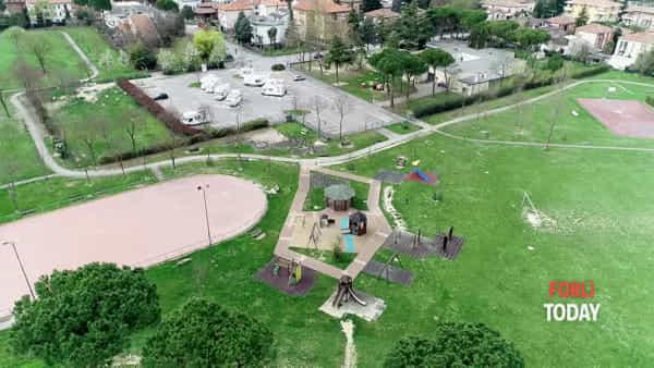 Dai parchi al centro storico, i droni vigilano dall'alto su una città mai così tristemente desolata