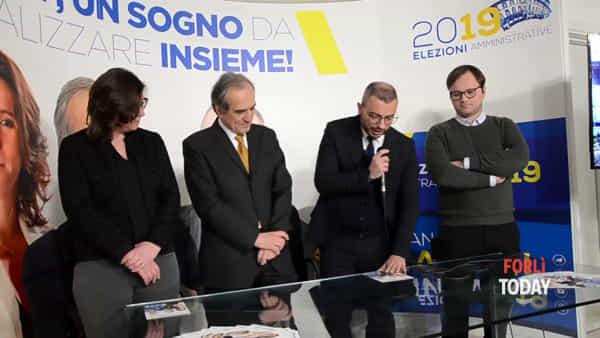 """Zattini inaugura il comitato elettorale: """"Forlì è la bella addormentata. Vogliamo risvegliarla con un bacio d'amore"""""""