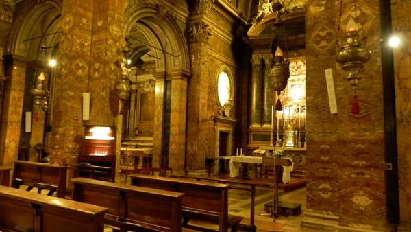 Due cardinali legano la cappella della Madonna del Fuoco a quella di San Pellegrino a Roma