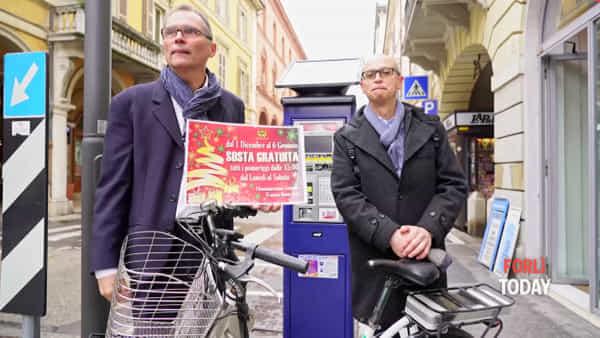 Sosta e bike sharing gratuiti, parcometri evoluti col Telepass: tutte le novità del Natale in centro