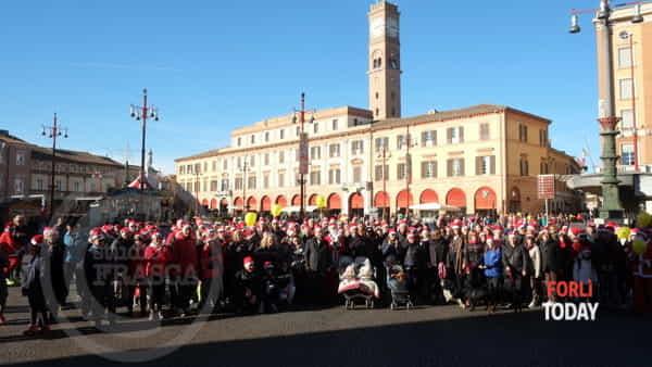 L'allegria invaderà il centro storico: torna la Camminata di Babbo Natale