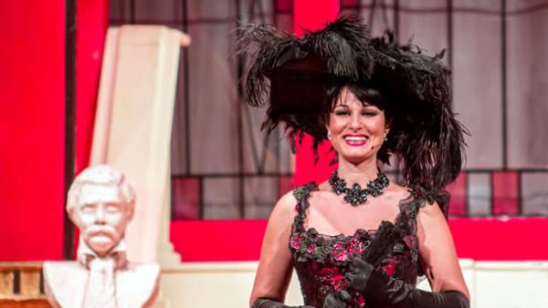 Elena D'Angelo in scena con la Grande Soirée al Café Chantant