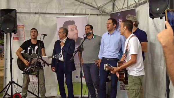"""L'inno della nostra terra, i sindaci a Borgo Sisa cantano insieme """"Romagna Mia"""""""