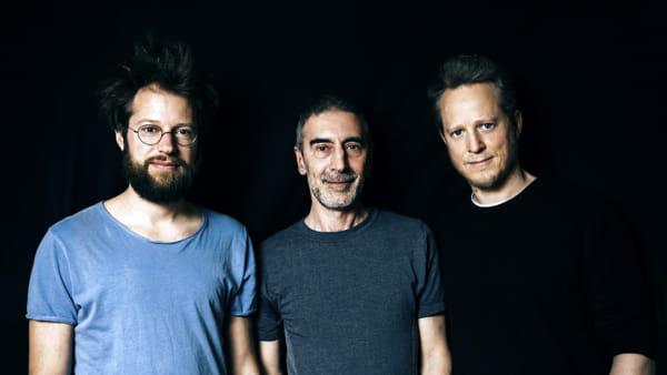 Workshop e live con i batteristi Martin Brandlmayr, Michele Rabbia e Julian Sartorius