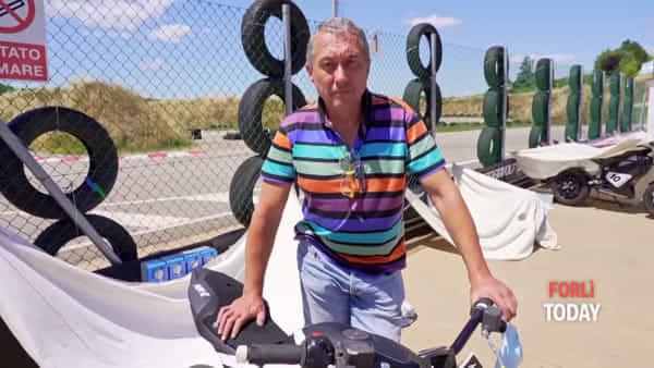 Adrenalina al Galliano Park: sfida contro il tempo con la pitbike elettrica. I segreti della Thundervolt raccontati da Loris Reggiani