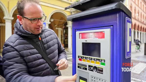 Tutorial - Come funziona il nuovo parcometro: sosta e accesso alla Ztl si pagano anche col bancomat