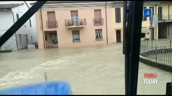 Acqua e fango dopo la piena del Montone: Villafranca e San Martino alluvionate