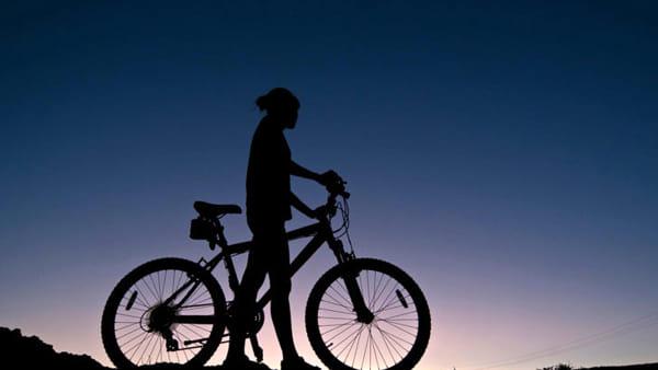 Una pedalata serale tra oasi, monti e zuccherifici