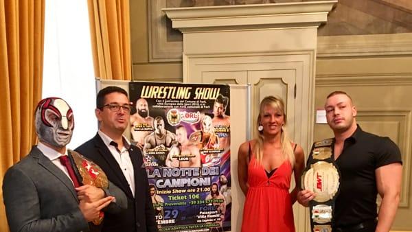 """I giganti muscolosi del Wrestling si sfidano al PalaRomiti a """"La Notte dei Campioni"""""""