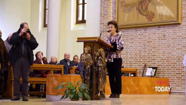"""L'addio commovente a Tugnaz è cantando """"Romagna Mia"""". Ci pensa la cantante lirica Wilma Vernocchi"""