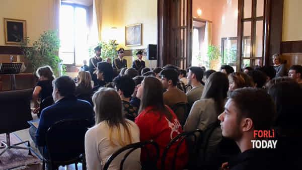 Festa dell'Unità d'Italia coi giovani, il prefetto cantante e direttore del coro per l'inno d'Italia
