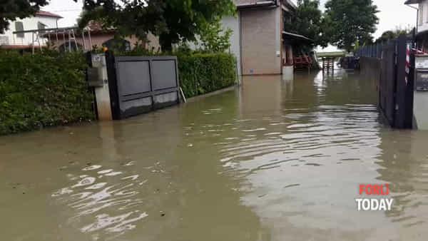 La giornata più drammatica per Villafranca: tutto il paese sotto un metro d'acqua