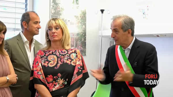 """L'Avis dona quattro poltrone per la plasmaferesi: """"A Forlì aumentano i donatori di sangue"""""""