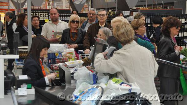 Shopping all'iper, foto di archivio