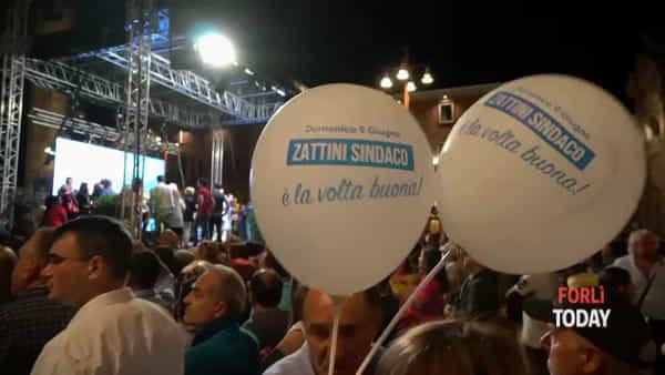 """Zattini si commuove con in braccio la nipotina. Salvini: """"In giro mi dicono: ho sempre votato a sinistra, ora voto te"""""""
