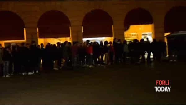 """""""Silent party"""", piazza Saffi è diventata per una notte una discoteca 'sottovoce' - IL VIDEO"""