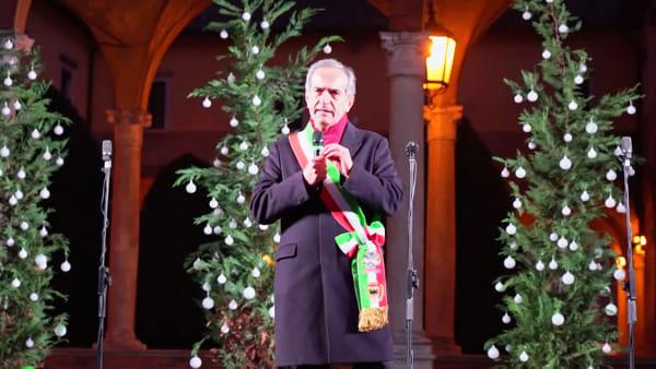"""La magia del Natale in Piazza, lo show visto anche dal drone. Il sindaco: """"Siamo più buoni. Non dobbiamo avere paura delle diversità"""""""