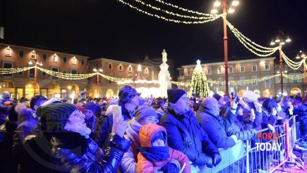 """Si mangia street food, si balla con dj""""Lord"""" Sassafras e """"The Bluebeaters"""": ecco il capodanno di Forlì"""