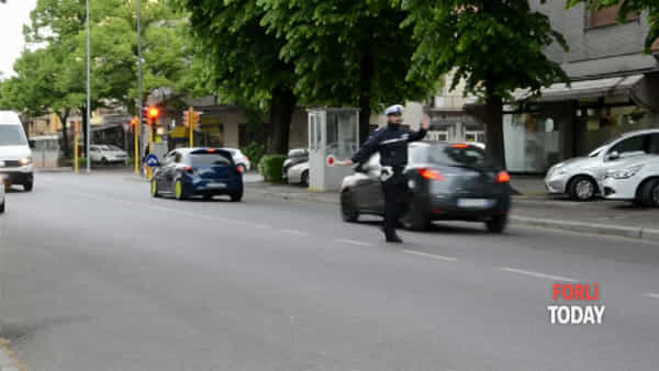 Caduta dalla bici, incidente in viale Gramsci: il video dei soccorsi