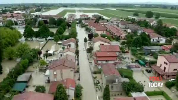 Il Montone invade il paese, la disastrosa alluvione di Villafranca vista dall'alto