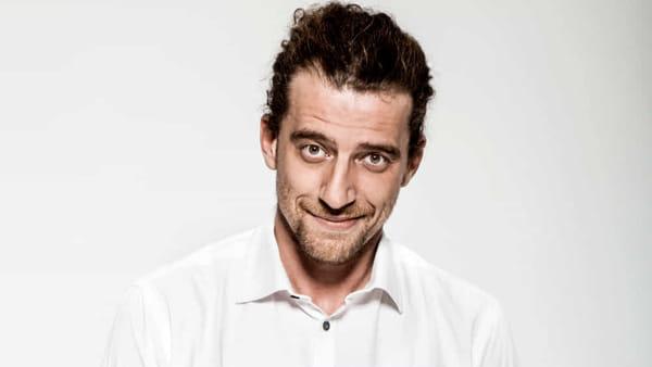 """Maurizio Lastrico sperimenta il linguaggio in """"Quello che parla strano"""""""