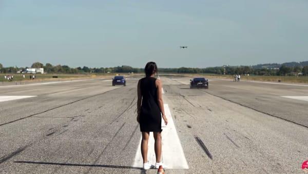 La sfida tra le Tesla e i bolidi più blasonati all'aeroporto di Forlì: le immagini