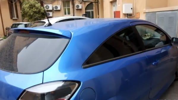 Inseguimento ad alta velocità in tangenziale per acciuffare l'auto col motore potenziato
