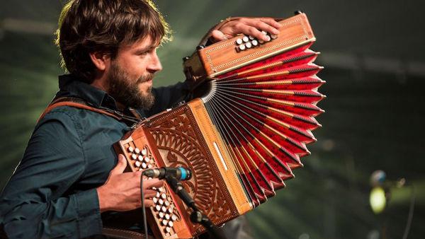 """Filippo Gambetta ritorna al Sala Aramini Folk Club con """"Otto Baffi"""""""