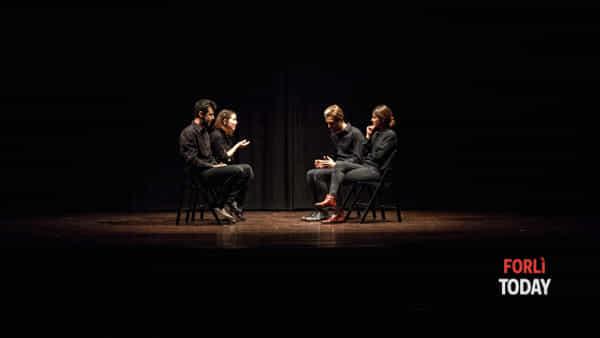 Binari, un long form di improvvisazione teatrale