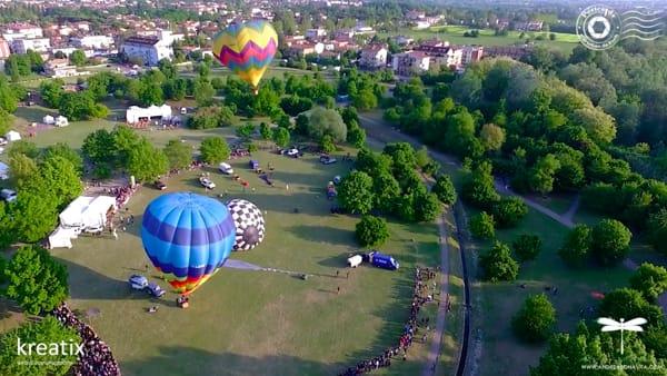 VIDEO - Lo spettacolo nello spettacolo: le coloratissime mongolfiere viste dall'alto