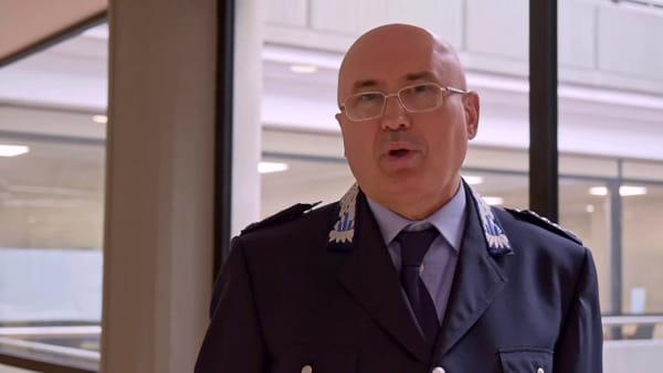 La Polizia Locale forlivese in prima linea contro la contraffazione dei documenti: le immagini