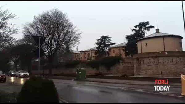 """Anche la neve sulle """"Piazze d'incanto"""" di Forlì: l'atmosfera è ancora più natalizia"""