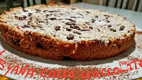 """Il cocco si sposa col cioccolato: una """"coccola"""" dolce a forma di torta senza grassi e colesterolo cattivo"""