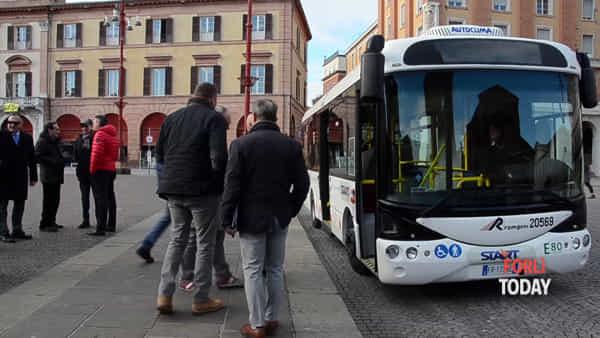 Silenziosità, zero emissioni ed allestimenti moderni: scopriamo il primo bus elettrico della Romagna