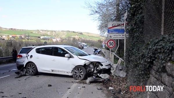 Violento schianto tra due auto, Bidentina chiusa al traffico