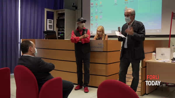 """""""Il covid-19 una tempesta bruttissima"""": dalla cover di Purple rain un dono speciale per l'ospedale di Forlì"""