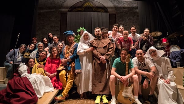 Forza venite gente: Frate Francesco in scena con musical dal vivo