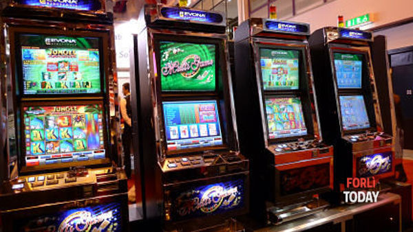 Slot machine, video lottery e scommesse: sale la febbre