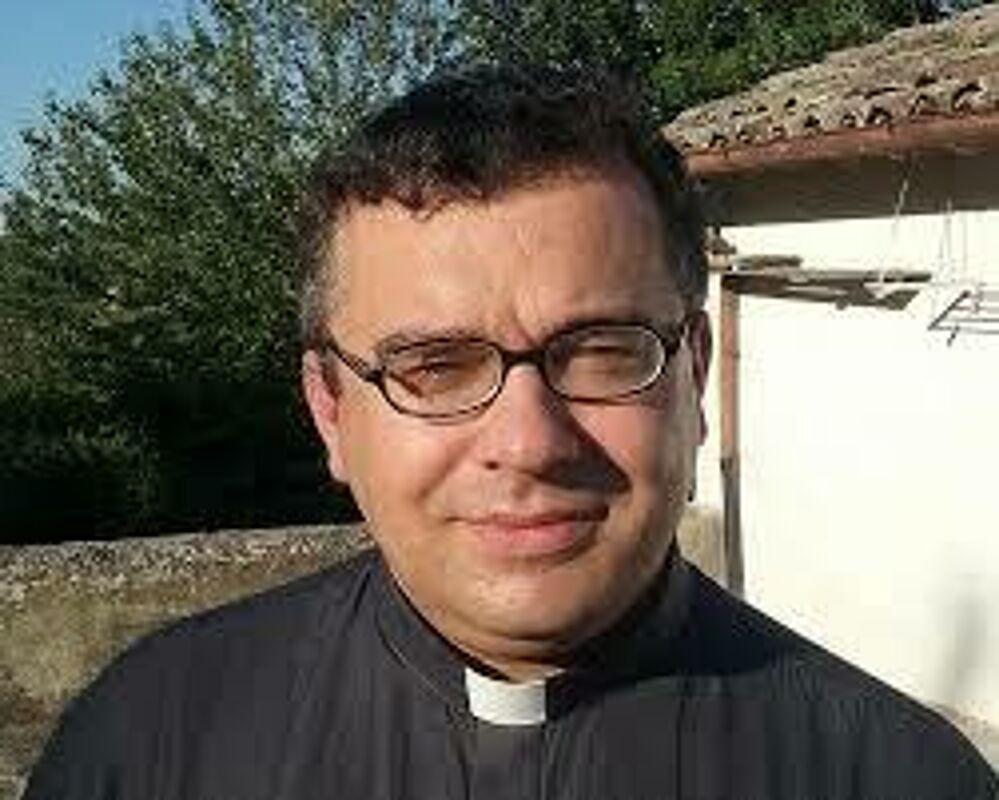 Don Massimo Bonetti entra parroco a Predappio