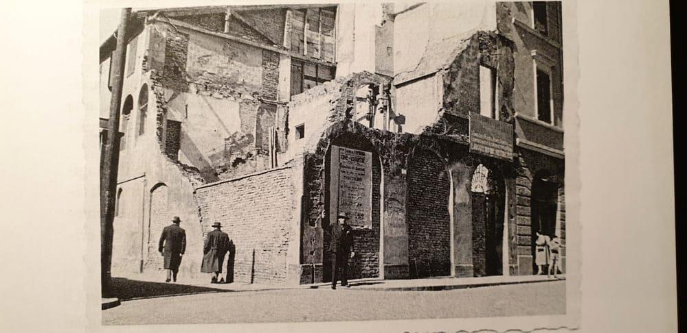 Nella foto, del tutto inedita, la casa di via Merenda distrutta dal bombardamento tedesco del 10 dicembre 1944