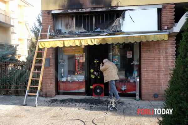 Incendio studio fotografico via Decio Raggi-4