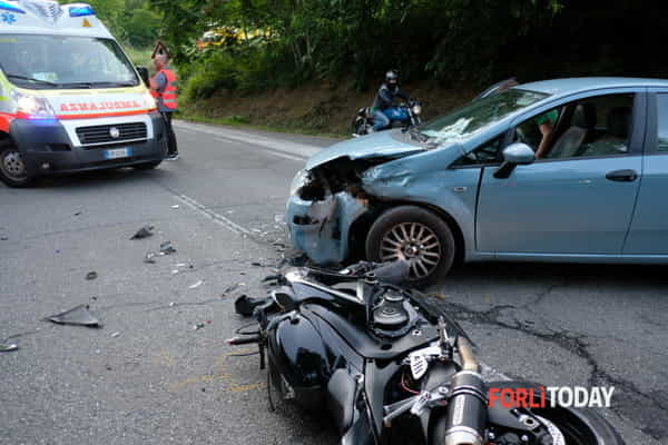 incidente-auto-moto-16-6-2018-4