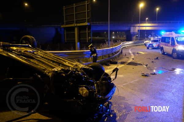 incidente-stradale-auto-ribaltata-tangenziale-10-ottobre-2019-2