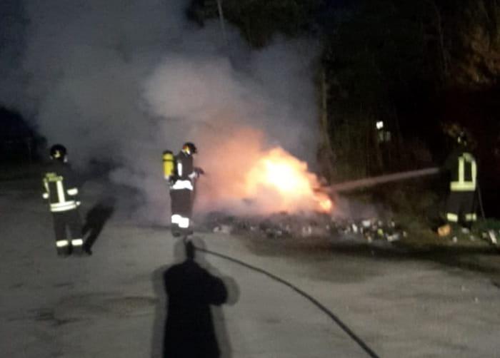 Incendio-rifiuti-via-cavedalone-6-3-2019-forli-2