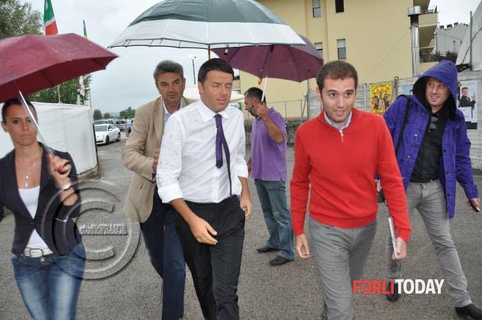 Matteo Renzi a Forlì sotto la pioggia battente