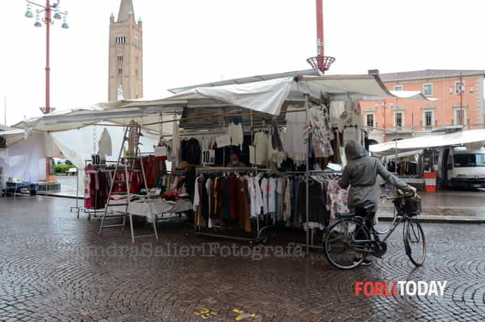 riapertura mercato pioggia 1